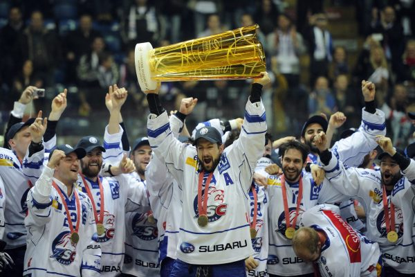 EISHOCKEY, SPIEL 4, FINAL, FINALE, PLAYOFF, PLAYOFFS, PLAY-OFFS, NATIONAL LEAGUE A, NATIONALLIGA A, NLA, LNA, HOCKEY SUR GLACE, MEISTERSCHAFT, SAISON 2013/14, ZSC LIONS, ZSC, KLOTEN FLYERS,
