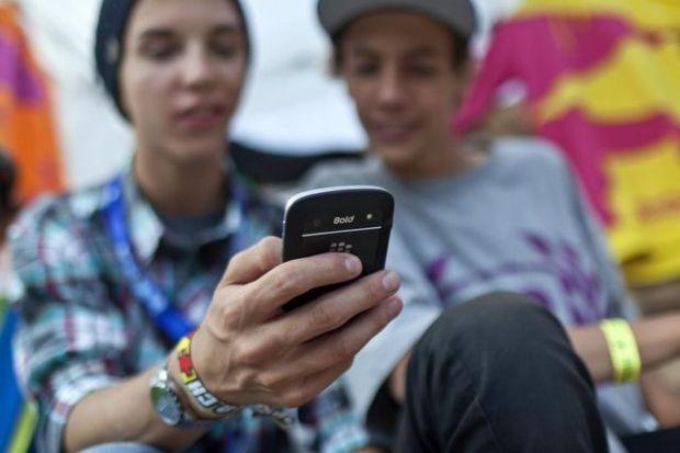 Handy_Jugendliche