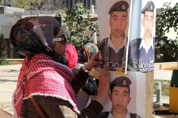 Jordanians-show-support-for-captured-pilot